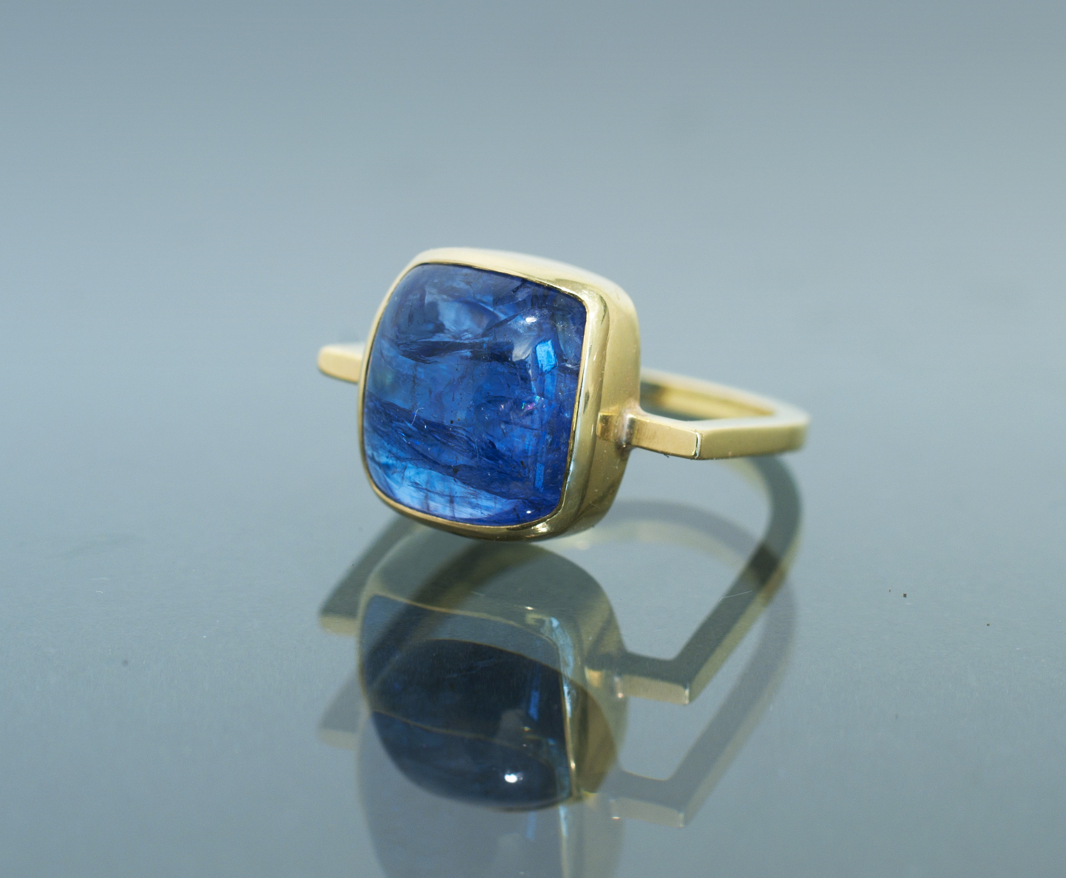 Tanzanite Ring in 18k Gold Square Profile Ring
